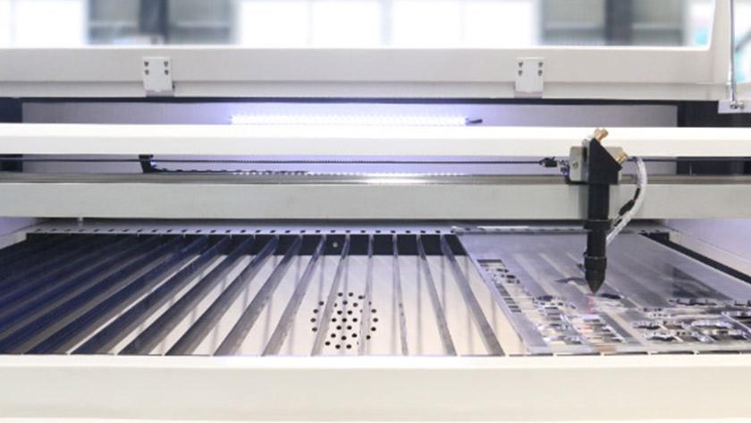 CO2 лазерная резка промышленные применения и преимущества