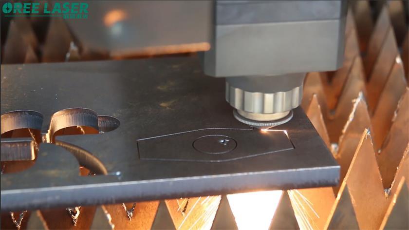 По каким причинам станок для лазерной резки не может полностью прорезать лист?